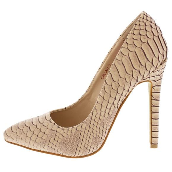 Wild Diva Shoes - Callie Beige Textured Snakeskin Pump
